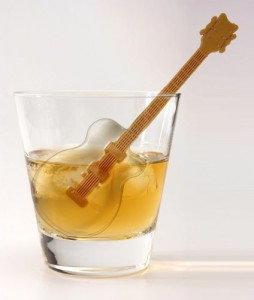 guitar-ice-cube-tray-stirrer