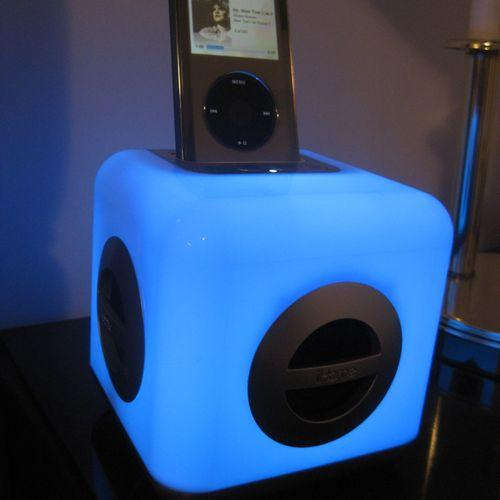 Color Changing iPod Speaker