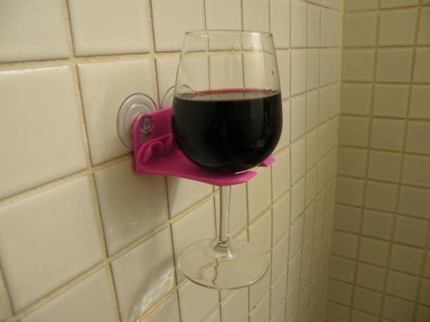 Bathtub wine glass holder the coolest stuff ever - Anti spill wine glass ...
